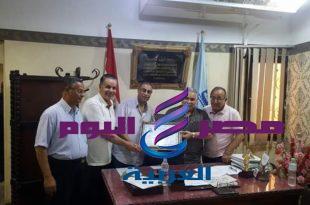 مجلس أمناء إداره دسوق التعليمية تكرم محمد عبدالحفيظ .