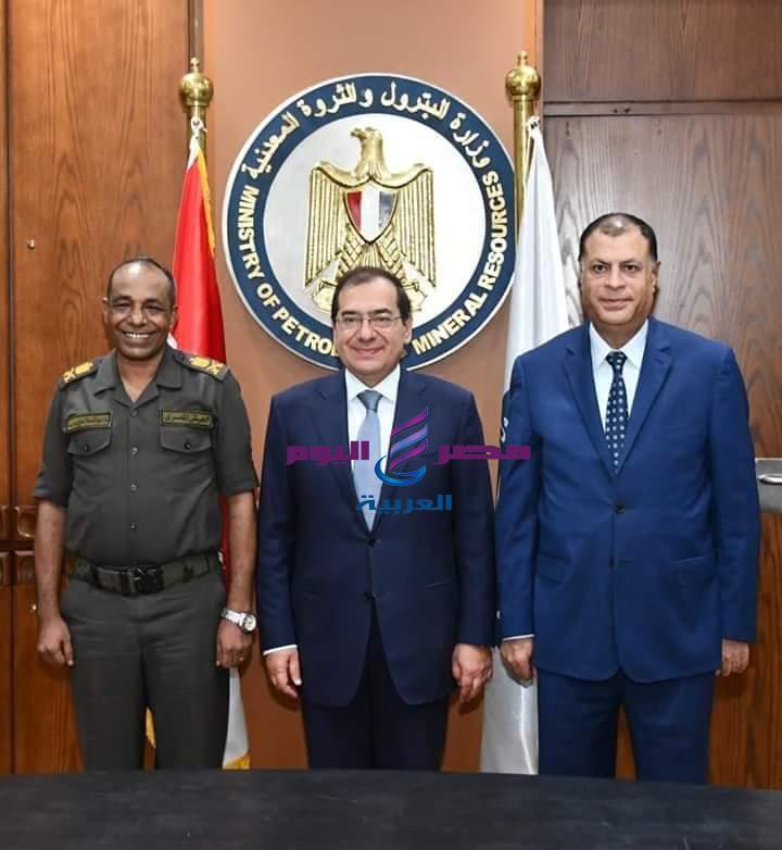 اتفاقيتان للبحث عن البترول والغاز في صحراء مصر الغربية |