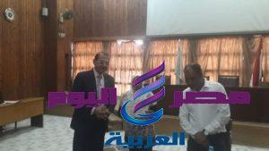 اللواء، مصطفي سعد عبيه . رئيس حي الشرابية يكرم الموظفيين المثاليين