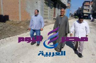 رئيس قرية صندله يتابع خطة الرصف بشوارع القرية