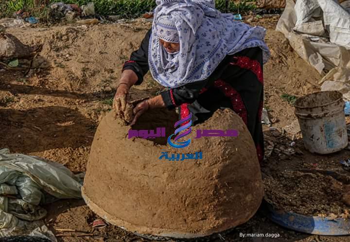 كبار السن يسترجعون التراث من خلال صناعة الافران الطينية |