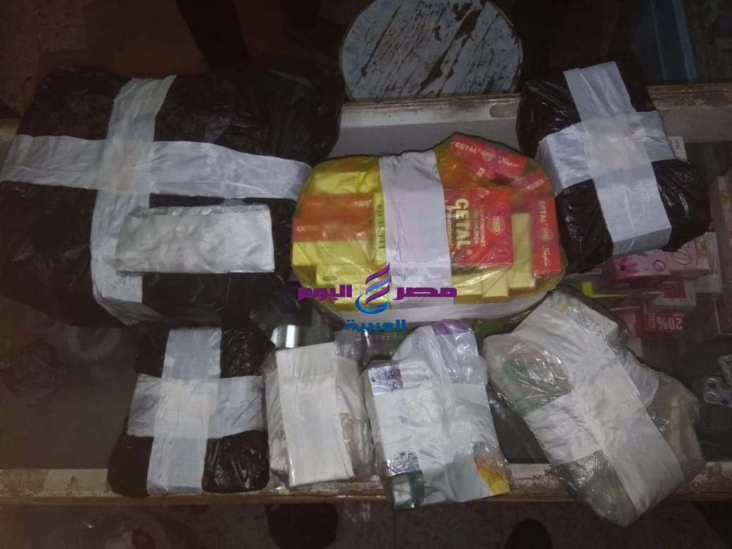 ضبط أكثر من ٣٧ ألف قرص دواء مخالف وتشميع صيدلية غير مرخصة بمشتول السوق | مخالف