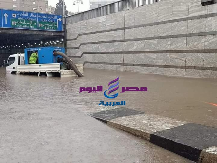 محافظ القاهرة يتابع أعمال شفط وازاحة مياه الأمطار بنفق العروبة
