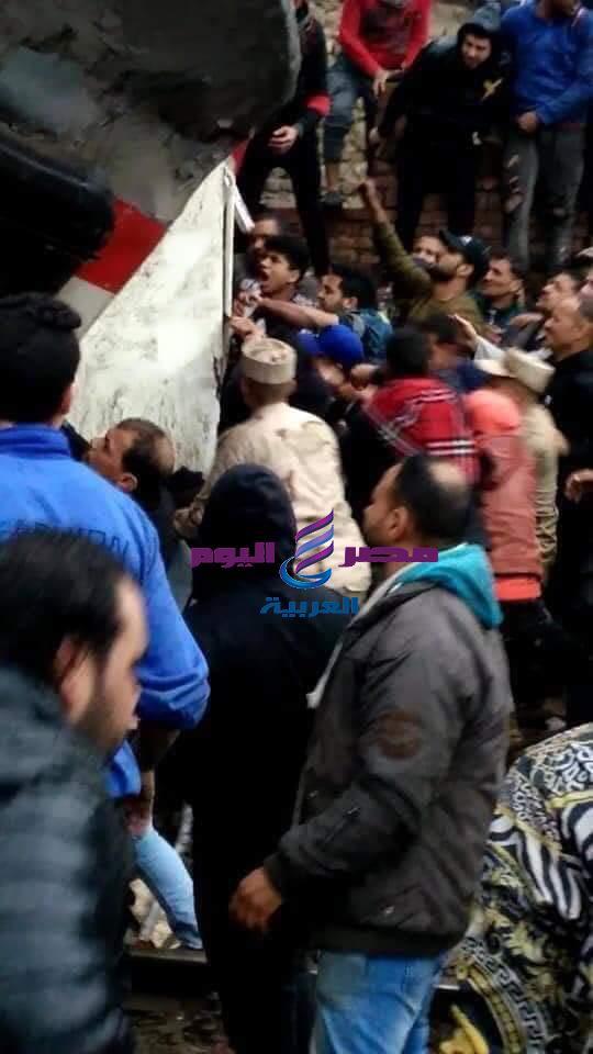 إصابة 13 شخص في حادث تصادم قطارين بالقاهرة | تصادم قطارين