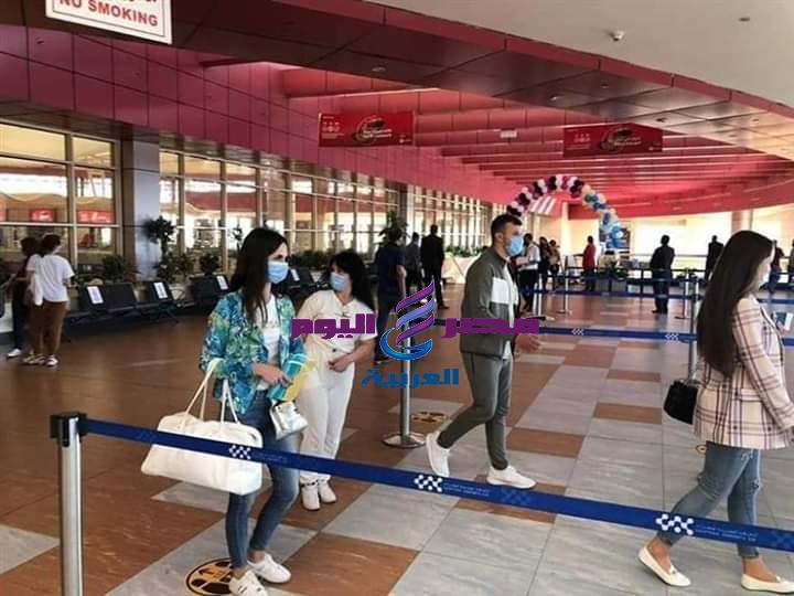 رحلات سياحية خارجية من جنسيات مختلفه تتوافد على مطار شرم الشيخ الدولى