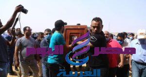 بمشاركة نجوم الفن تشييع جنازة والدة الفنان حمادة هلال بمقابر الرقابة الإدارية بالعين السخنة | جنازة