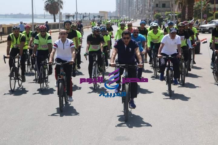 وزير الرياضة ومحافظ سوهاج يقودان ماراثون للدراجات بطريق الكورنيش ويتفقد استاد سوهاج | محافظ سوهاج