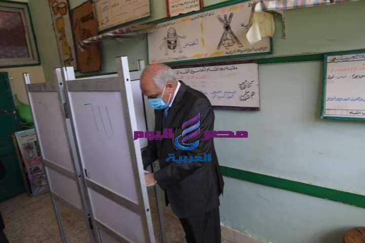 محافظ الجيزة يدلى بصوته فى إنتخابات مجلس النواب بمدرسة أم الابطال الثانوية | مجلس