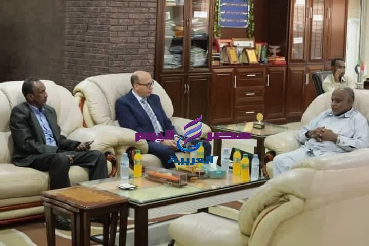 القنصل العام المصري في بورسودان يلتقي بمدير عام هيئة الموانئ البحرية السودانية | القنصل