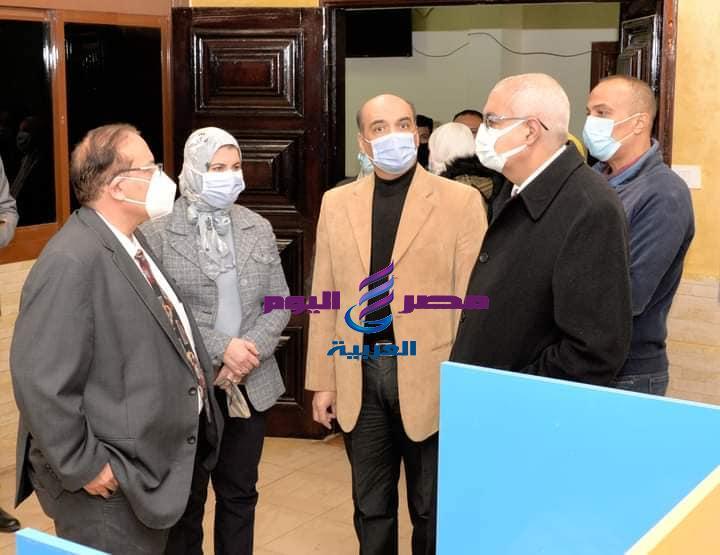 رئيس جامعة المنصورة يتفقد مراكز الاختبارات الإلكترونية بكليات الطب والصيدلة و الهندسة