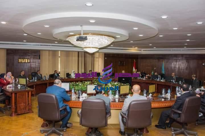 رئيس جامعة طنطا يترأس الاجتماع الطارئ لمجلس الجامعة