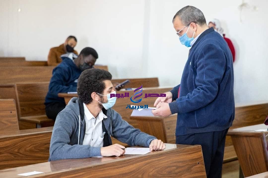 """""""الشرقاوي"""" يتفقد لجان الامتحانات بالجامعة ويشدد على ضرورة الالتزام بالإجراءات الاحترازية مواصلة امتحانات الفصل الدراسي الأول بجامعة السويس"""