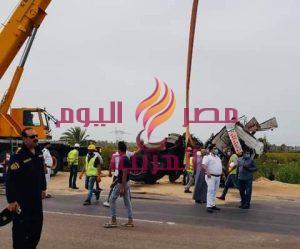 إنقلاب سيارة محملة بمواد بترولية بالطريق الدولى دون خسائر   إنقلاب