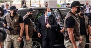 الفلسطينيون .. يستقبلون رئيس المخابرات المصرية بالأعلام فى غزه.