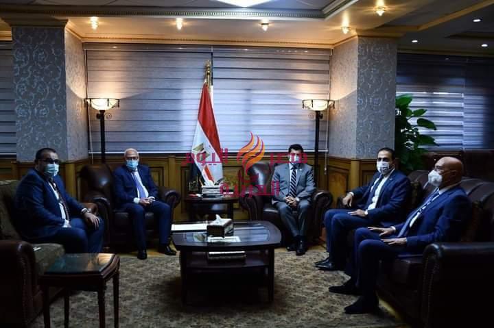 محافظ بورسعيد يناقش مع وزير الشباب والرياضة استعدادات تدشين تطوير استاد المصري