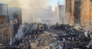مصرع وإصابة 6 أشخاص في حريق التهم معرض ملابس بمركز طهطا بسوهاج | مصرع