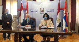 توقيع الأتفاق التمهيدي للتأخى بين مدينة نيش فى دولة صربيا ومدينة شرم الشيخ | توقيع الأتفاق التمهيدي للتأخى
