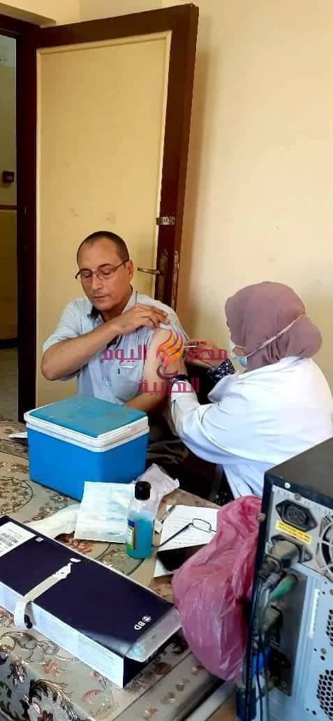 تطعيم العاملين بلقاح كورونا بالمصانع والشركات والجهات الحكوميةمن خلال الفرق المتنقلة |