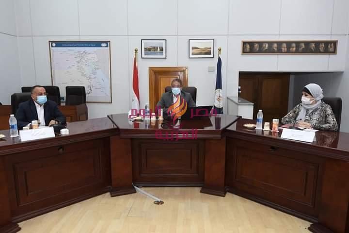 - وزير السياحة والآثار يعقد اجتماعاً موسعاً لمناقشة سبل دعم منتج السياحة الثقافية في مصر ودفع مزيد من الحركة السياحية الوافدة إليه