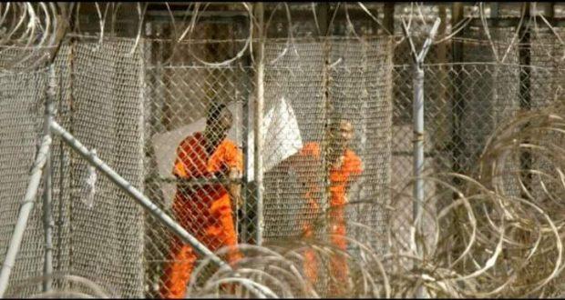 مغادرة أخر مغربي معتقل غوانتانامو الأكثر تشددا وتعذيبا للاسري في العالم |