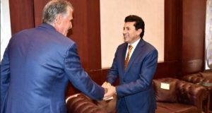 وزير الرياضة يلتقي المدير الفني للمنتخب الوطني لكرة القدم |
