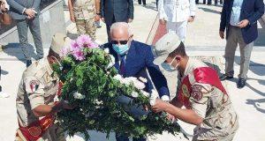 محافظ بورسعيد يضع اكليل من الزهور علي النصب التذكاري للشهداء | محافظ بورسعيد يضع اكليل من الزهور علي النصب التذكاري للشهداء
