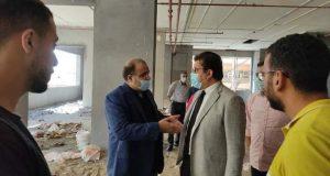 ججازي المدير التنفيذي لمستشفيات جامعة المنصوره يتابع عمليات استكمال تجهيزات مبنى زراعة الكبد |