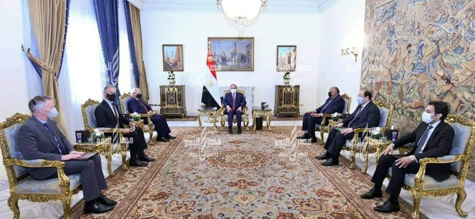 السيد الرئيس يستقبل رئيس لجنة العلاقات الخارجية بمجلس الشيوخ الأمريكي