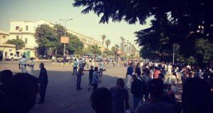 جسم غريب يثير الذعر والفزع أمام جامعة القاهرة   جسم غريب يثير الذعر والفزع أمام جامعة القاهرة